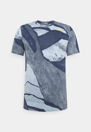 TEE - Print T-shirt - psychic blue