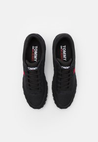 Tommy Jeans - PROFILE MIX RUNNER RETRO - Sneakers basse - black - 3