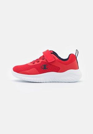 LOW CUT SHOE SOFTY EVOLVE UNISEX - Chaussures d'entraînement et de fitness - red/navy