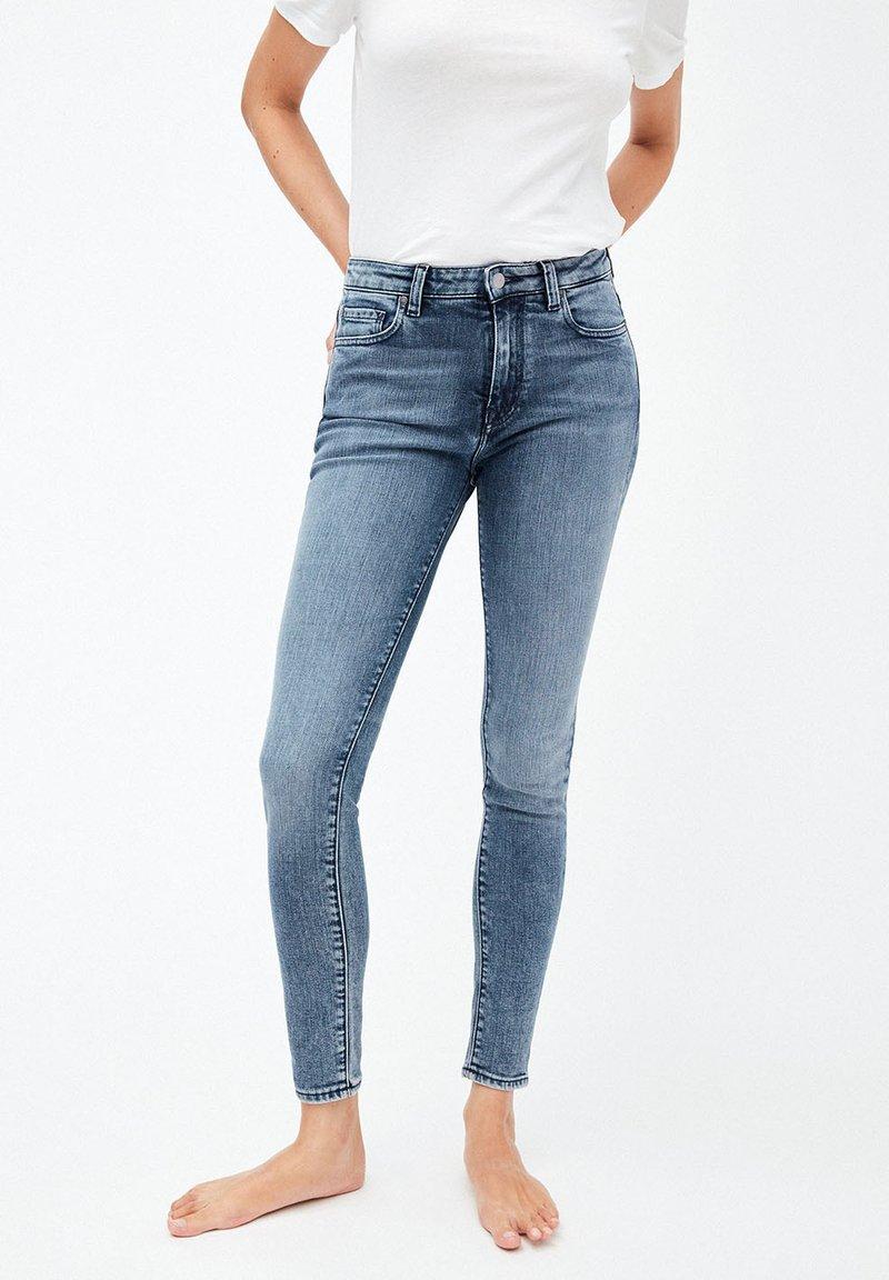 ARMEDANGELS - TILLAA - Slim fit jeans - stone wash