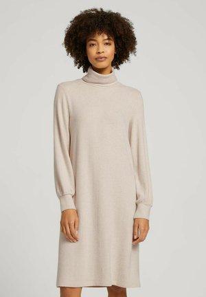 MIT ROLLKRAGEN - Jersey dress - cold beige melange