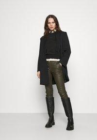 Calvin Klein Jeans - LOGO TRIM CREW NECK  - Sweatshirt - black - 1