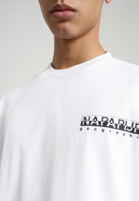 Napapijri - S JURASSIC - Print T-shirt - bright white - 4
