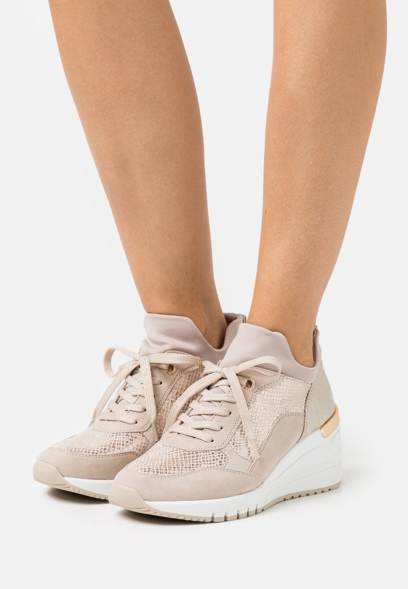 Marco Tozzi - LACE-UP - Trainers - dune