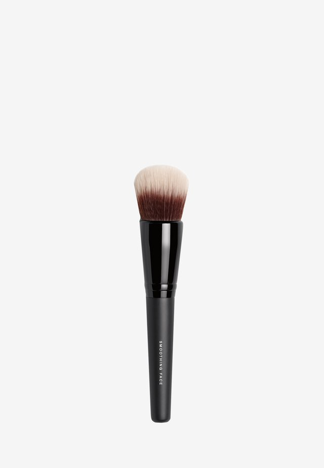 SMOOTHING FACE BRUSH - Make-upkwastje - -