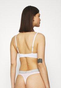 Calvin Klein Underwear - THONG AVERAGE - Stringit - pearly pink - 2
