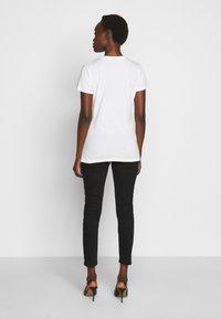 Pinko - DURANTE - T-shirt z nadrukiem - white - 2