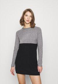 ONLY - Stickad klänning - medium grey melange/black - 0