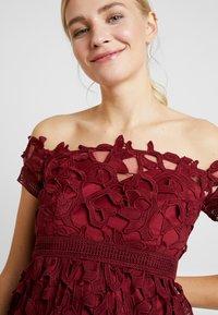 Chi Chi London Maternity - LIZANA DRESS - Robe d'été - burgundy - 4