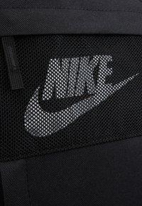 Nike Sportswear - ELEMENTAL UNISEX - Batoh - black/white - 7