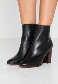maje - Classic ankle boots - noir - 0