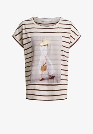 T-SHIRT IN LEGÉREN SCHNITT - Print T-shirt - offwhite brown