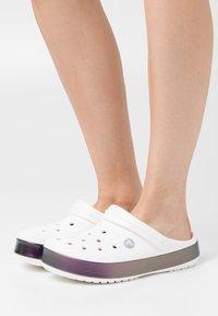 Crocs - CROCBAND IRIDESCENT BAND  - Mules - white - 0