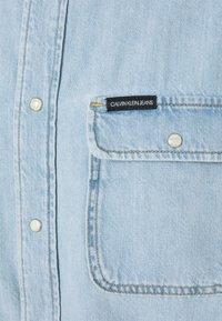 Calvin Klein Jeans - OVERSIZED  - Shirt - light - 2