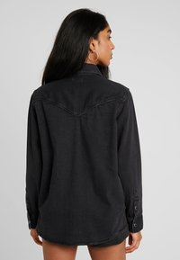 Levi's® - DORI WESTERN - Button-down blouse - black sheep - 2