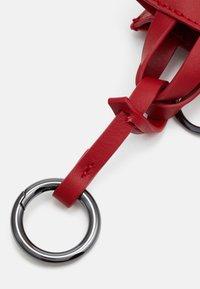 Liebeskind Berlin - KEYRING - Key holder - red pepper - 1