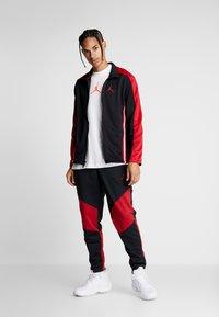 Jordan - JUMPMAN CREW - T-shirt con stampa - white/infrared - 1