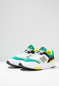 New Balance - CM997 - Zapatillas - green/white