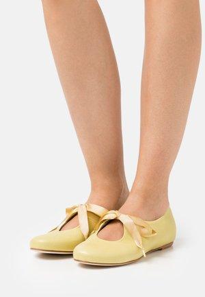 Ballerinat nilkkaremmillä - lemon