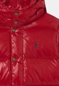 Polo Ralph Lauren - HAWTHORNE - Bunda zprachového peří - red - 3