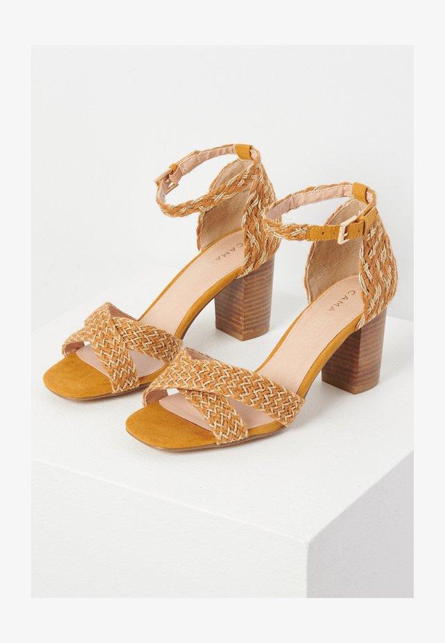Sandales à talons hauts - jaune