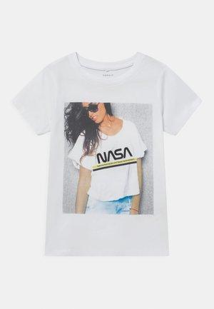 NKFNASA MARA - Print T-shirt - bright white