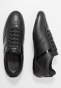Emporio Armani - Baskets basses - black - 1