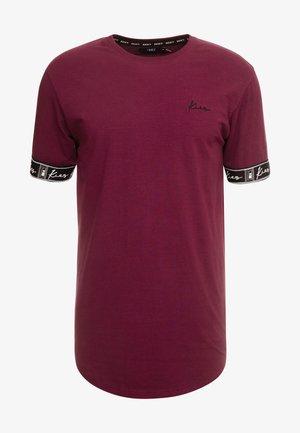CUFFED TEE - Print T-shirt - burgundy