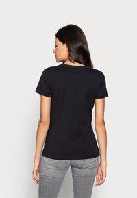 Calvin Klein Jeans - MONOGRAM SLIM V-NECK TEE - Basic T-shirt - black - 4