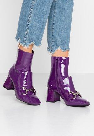 DENEUVE - Classic ankle boots - purple
