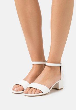 Sandály - white