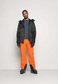 J.LINDEBERG - TRUULI SKI PANT - Snow pants - juicy orange - 1