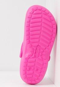 Crocs - CLASSIC LINED - Pantuflas - electric pink - 6
