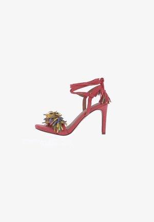 Sandalias de tacón - rojo