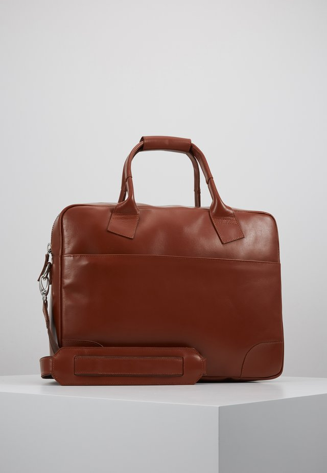 NANO DAY BAG - Salkku - cognac