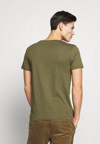 Pier One - T-shirt - bas - khaki - 2