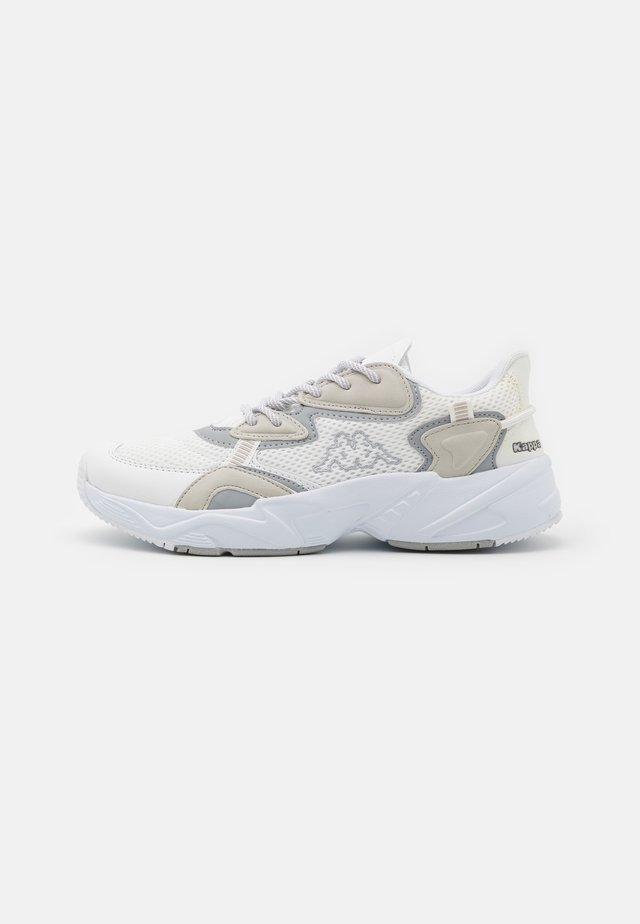 CRUMPTON UNISEX - Sports shoes - white/l'grey
