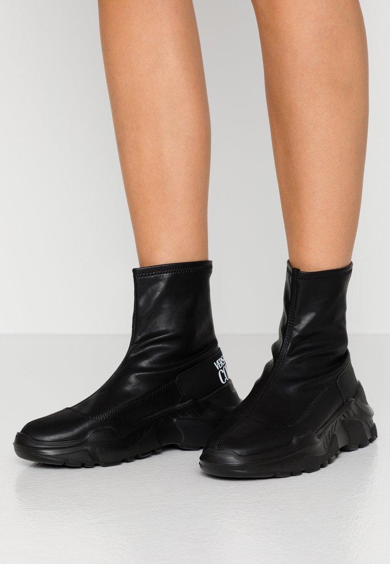 Versace Jeans Couture - LINEA FONDO SPEED - Høye joggesko - black