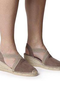 Toni Pons - TONA - Wedge sandals - taupe - 0