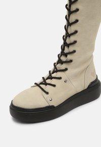 Felmini - JOBB - Šněrovací vysoké boty - morat/pacifico off white/black - 5