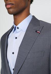Tommy Hilfiger Tailored - FLEX SLIM FIT SUIT - Suit - grey - 6