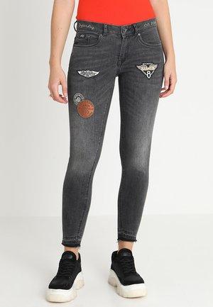 CASSIE  - Jeans Skinny Fit - motor grey