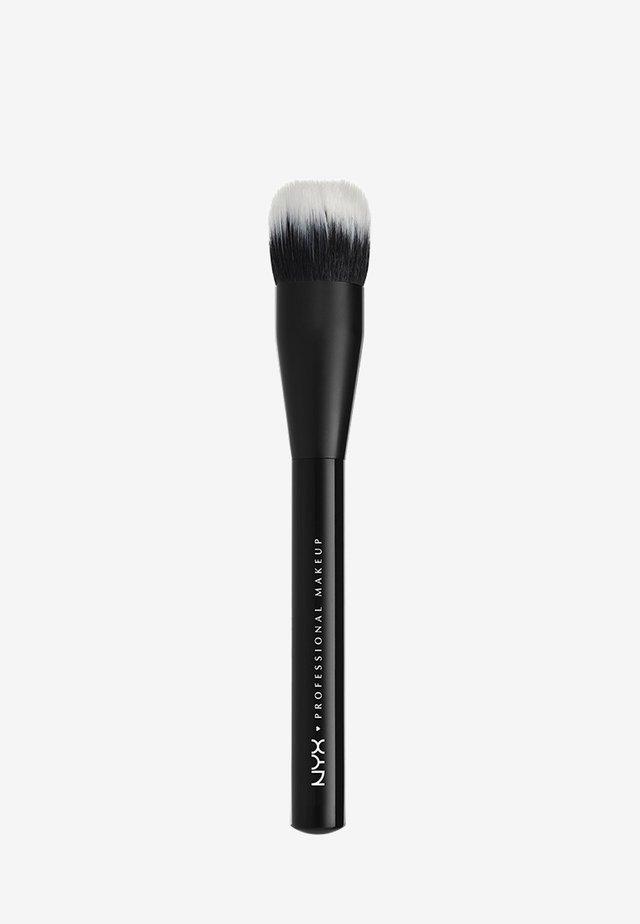 PRO BRUSH - Makeup-børste - 4 dual fiber foundation