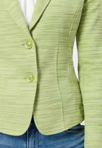 zero - Blazer - grass green - 3