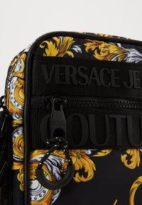 Versace Jeans Couture - UNISEX - Umhängetasche - black - 5