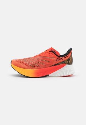 FC RACER ELITE - Zapatillas de competición - orange