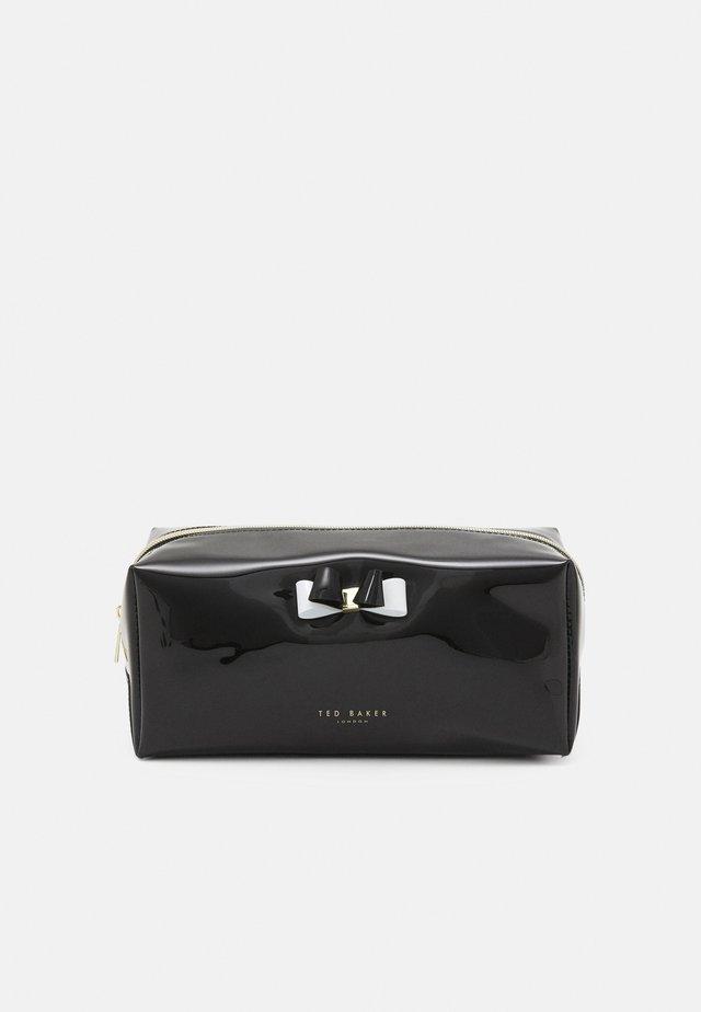HAIYLEY BOW WASHBAG - Kosmetická taška - black