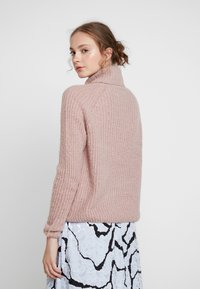 ONLY - ONLVEGA ROLLNECK  - Trui - adobe rose/melange - 2