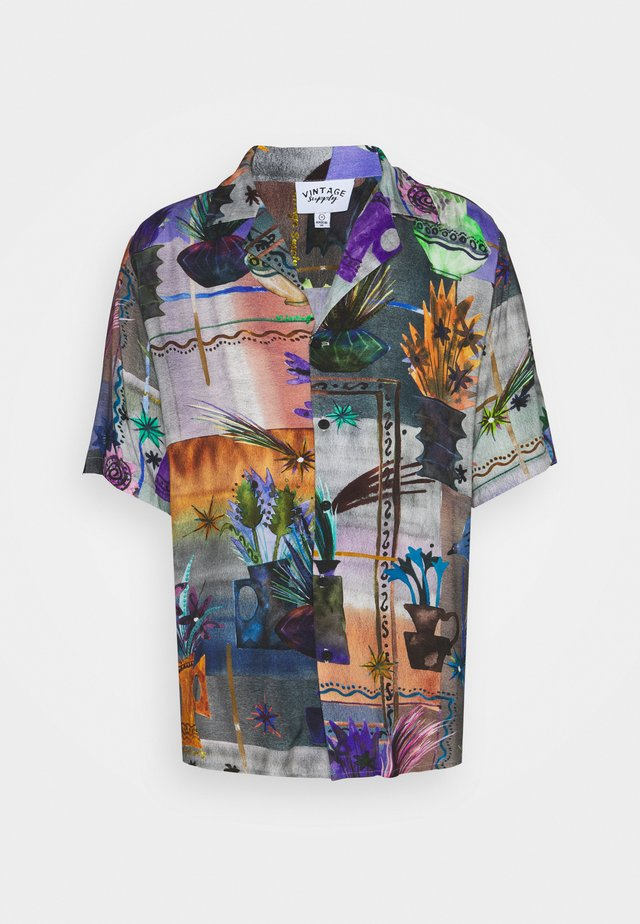 REVERE COLLAR SHIRT IN ARTY COLLAGE UNISEX - Shirt - multi
