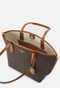 MICHAEL Michael Kors - JANE TOTE - Handbag - acorn - 3